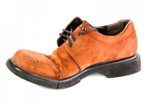 Ремонт разрыва (дырок) на носочной (союзках) и пяточной частях верха обуви.